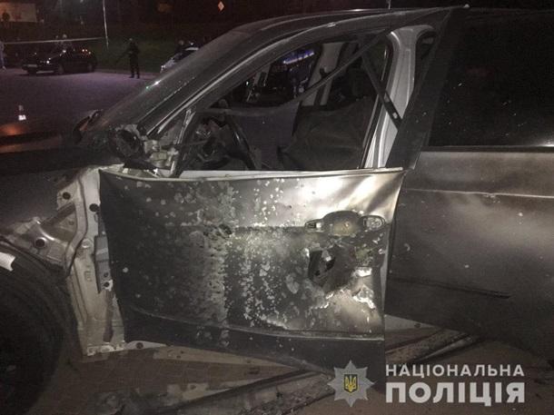 В Ивано-Франковске из гранатомета расстреляли внедорожник — фото 2
