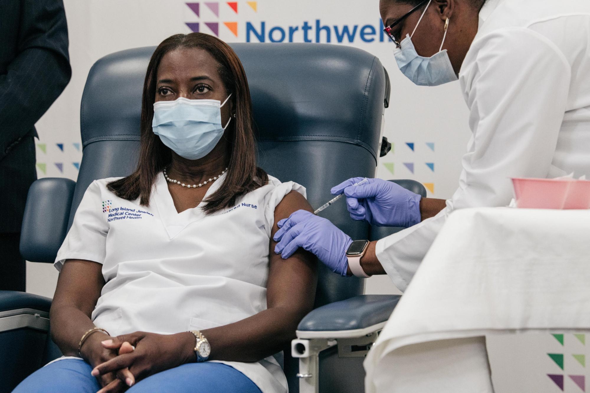 Вакцина от коронавируса: что известно о первых испытуемых? — фото 3