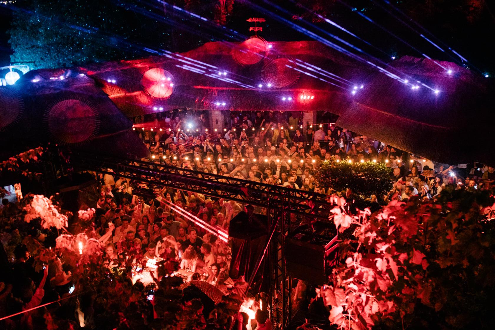 Известно, кто выступит на этой неделе в KURENI. Завершается сезон вечеринок под открытым небом  — фото 1