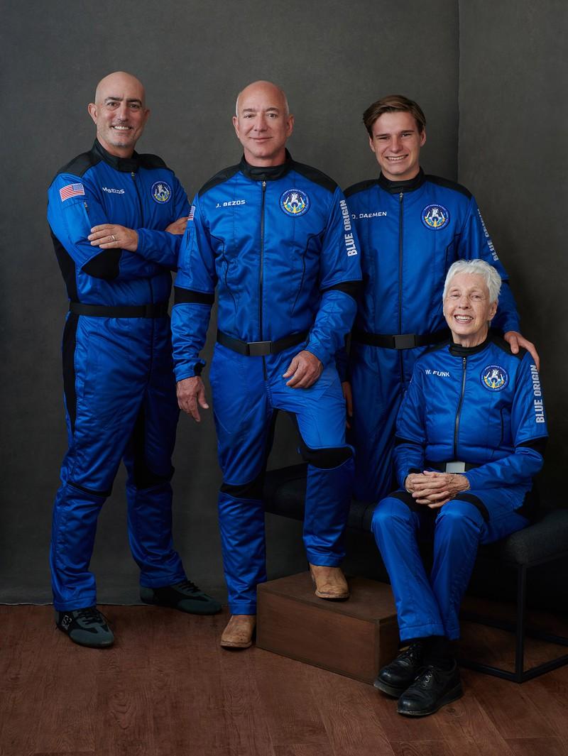 Миллиардер Джефф Безос побывал в космосе — фото 1