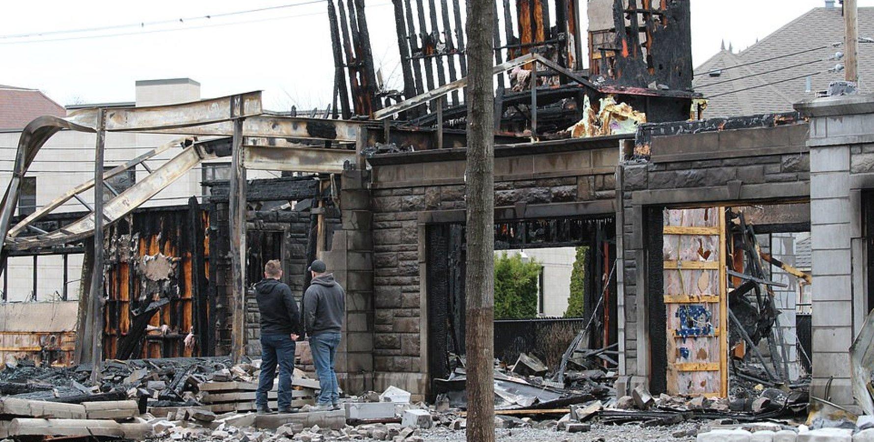 В Монреале неизвестные сожгли имение основателя PornHub - ФОТО — фото 1