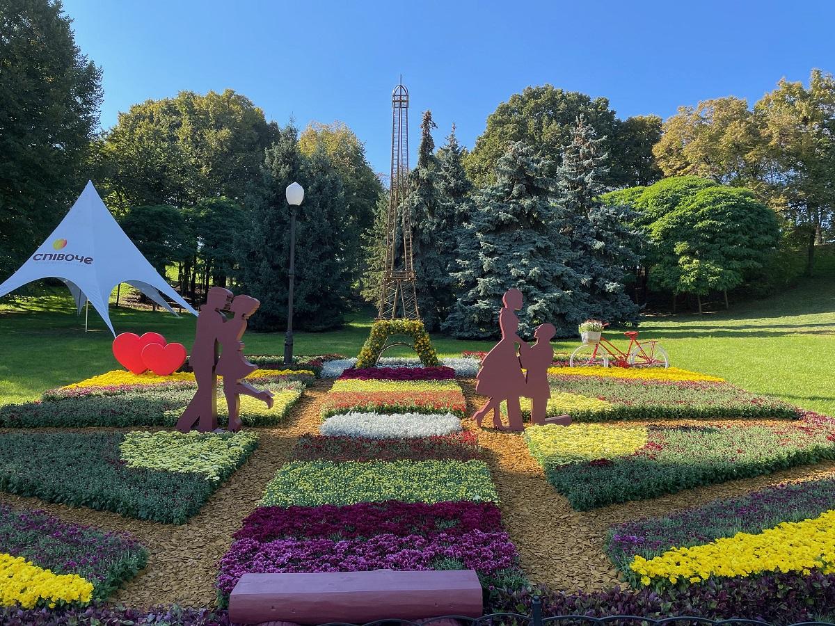 В Киеве открылась цветочная выставка про любовь — фото 1