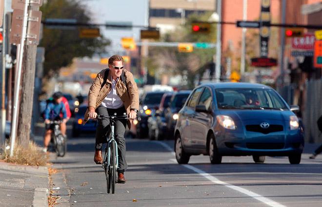 Полоса для велосипедистов и спецодежда: что изменилось в правилах дорожного движения к 2021 году — фото 1