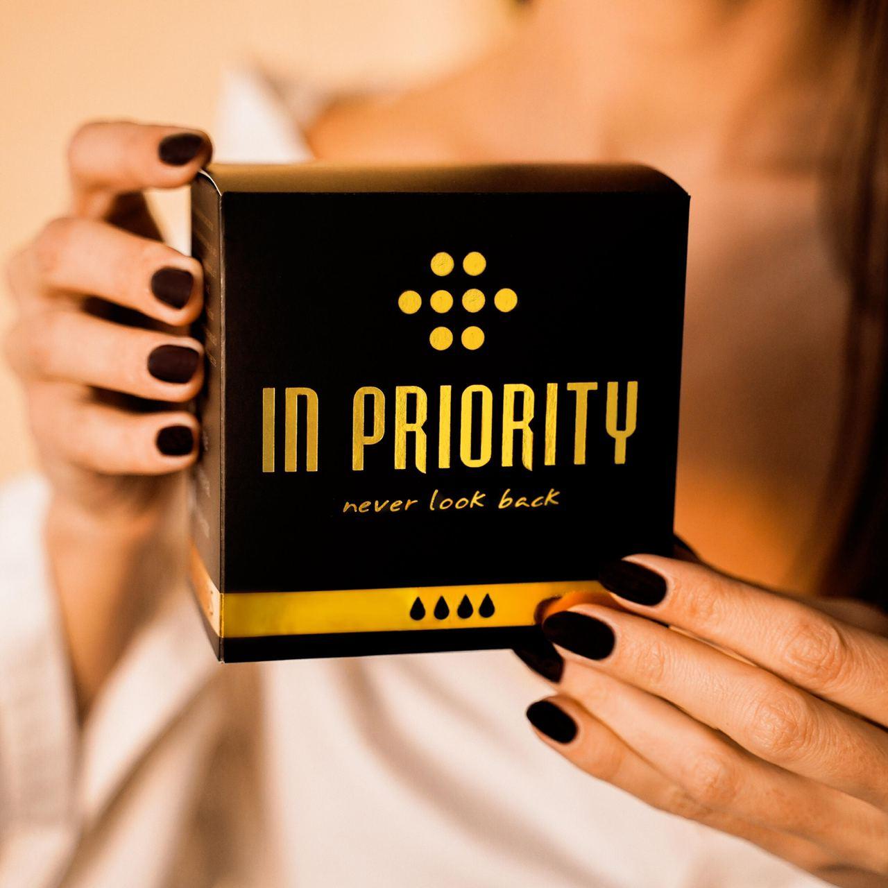 Инновация, которая делает каждый день женщины лучше: черные гигиенические прокладки для женщин In Priority — фото 1