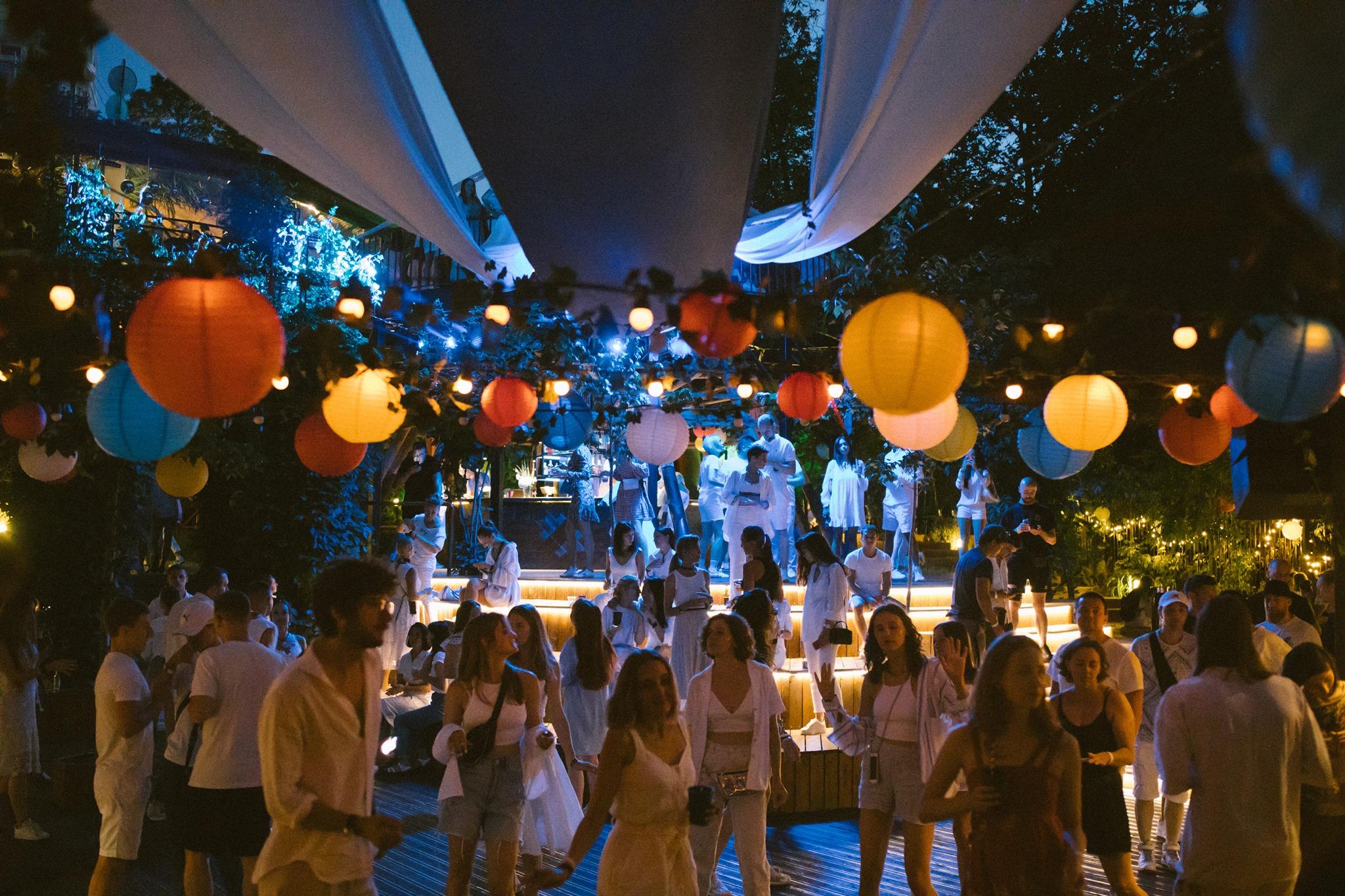 Известно, кто выступит на этой неделе в KURENI. Завершается сезон вечеринок под открытым небом  — фото 2