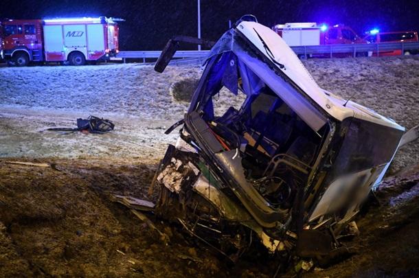 Жуткое дежавю: в Польше на одном участке трассы снова разбился автобус с украинцами — фото 1