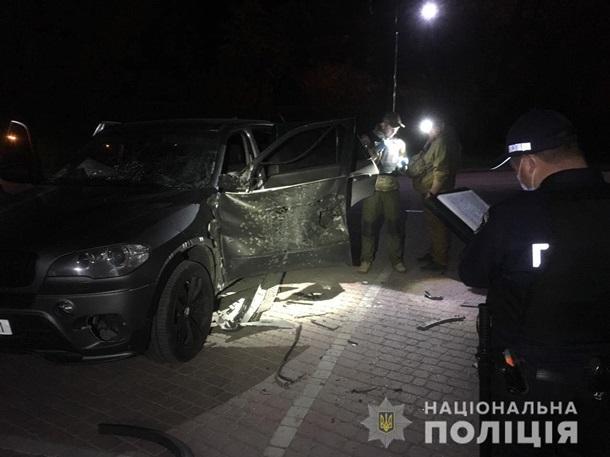 В Ивано-Франковске из гранатомета расстреляли внедорожник — фото 1