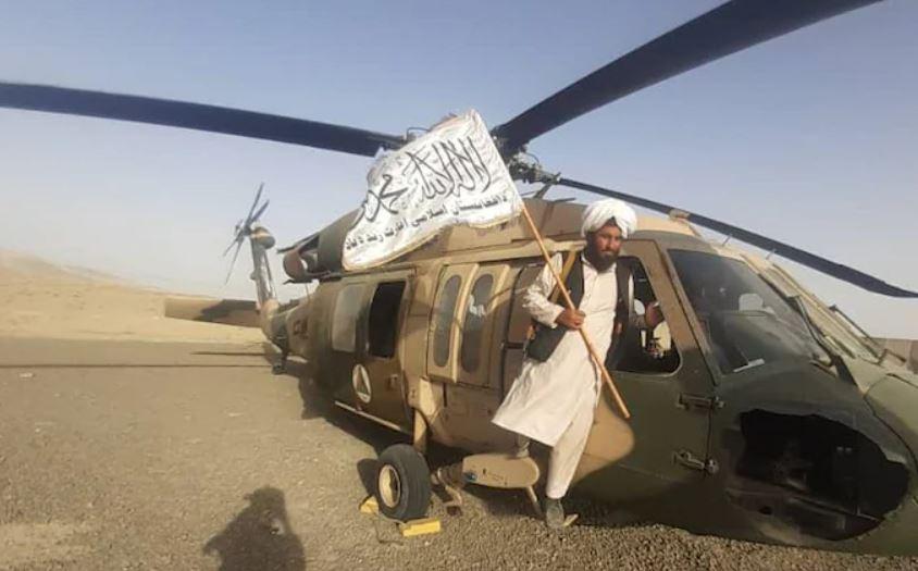 Талибан объявляет о победе на взлетно-посадочной полосе в аэропорту Кабула  — фото 1