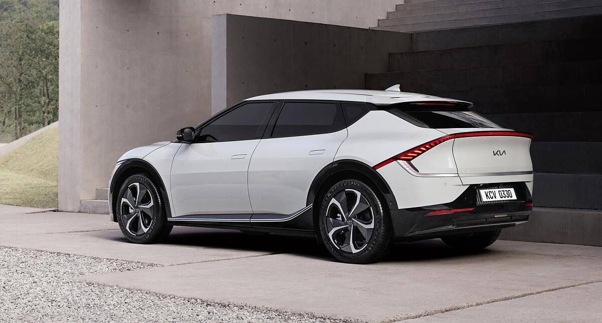 KIA впервые официально показала фото электромобиля EV6: ФОТО — фото 2