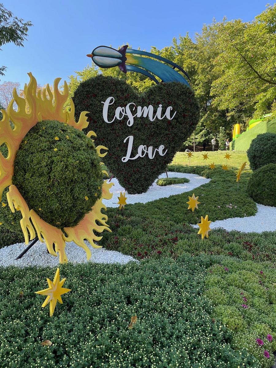 В Киеве открылась цветочная выставка про любовь — фото 3