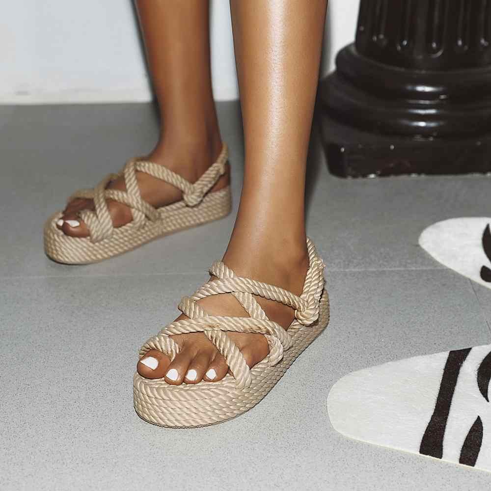 Главные обувные тренды: что стоит добавить в свой гардероб весной — фото 2