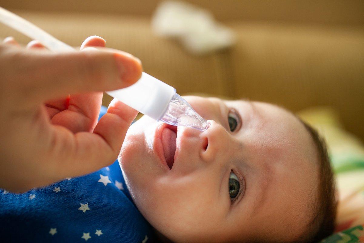 Насморк у ребенка — как с ним бороться.  Причины заложенности носа и лечение — фото 1