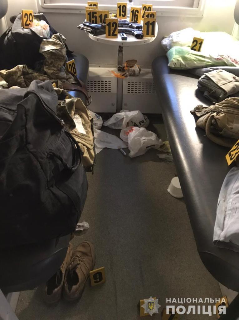 Військові відкрили вогонь в потязі Київ-Костянтинівка - ФОТО — фото 2