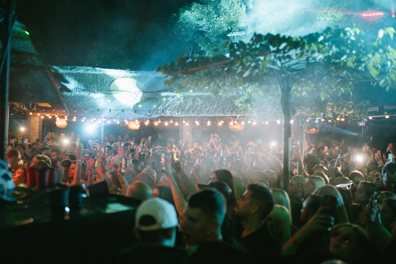 Известно, кто выступит на этой неделе в KURENI. Завершается сезон вечеринок под открытым небом  — фото 4