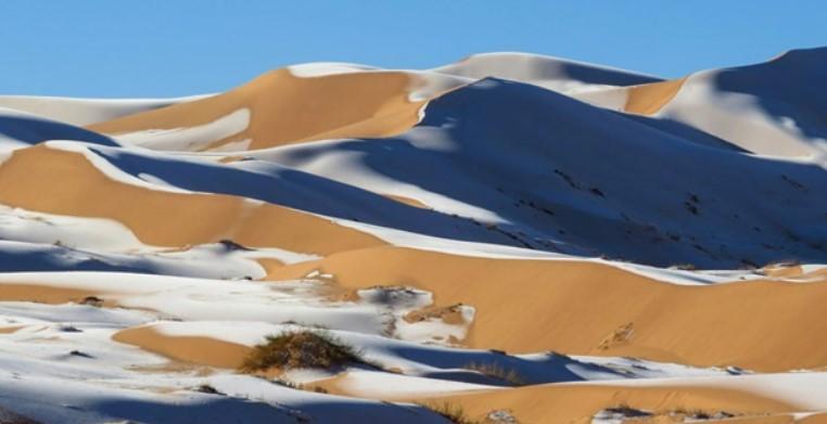 ФОТОФАКТ: пустыню Сахара засыпало снегом — фото 1