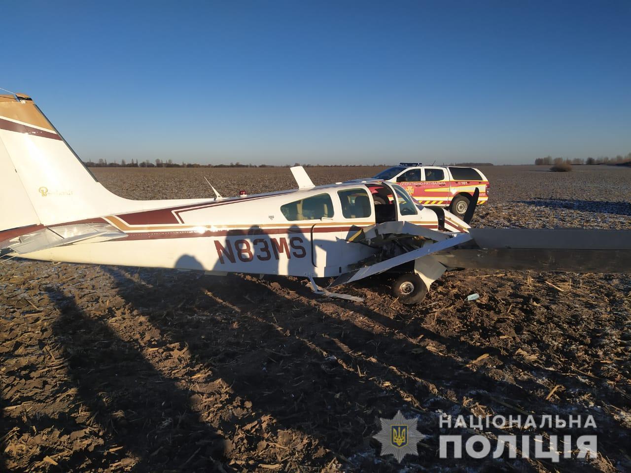 Под Киевом упал самолет - ФОТО — фото 1