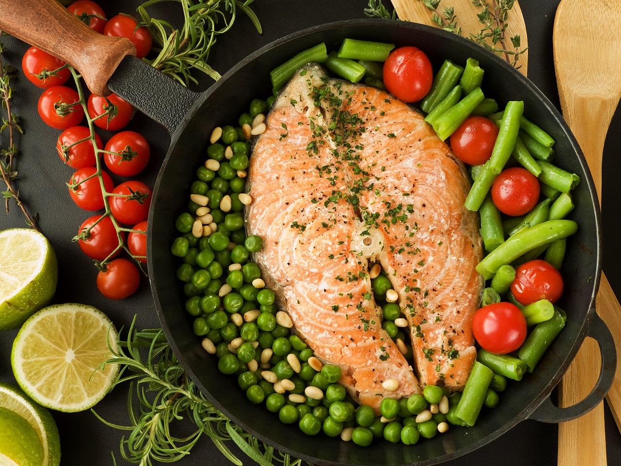 Правильный ужин: продукты, которые помогут быстрее уснуть — фото 1