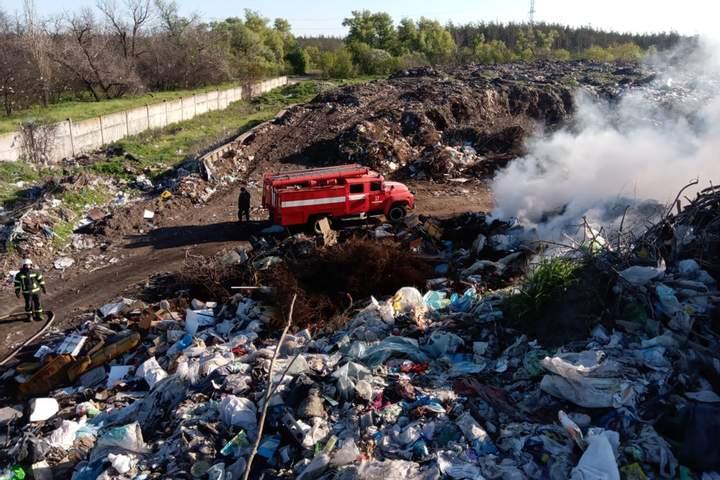 Горить вже кілька годин: в Дніпропетровській області спалахнуло звалище — фото 2