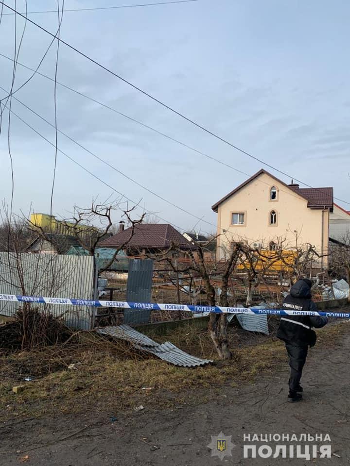 Повреждены машины и дома: под Киевом прогремел мощный взрыв — фото 1