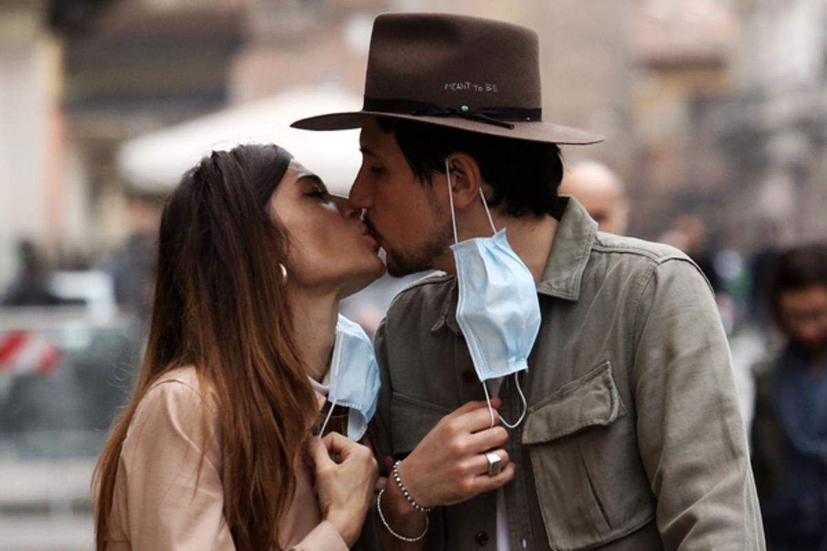 Страстно и с заботой о здоровье: в чем польза долгих поцелуев — фото 1